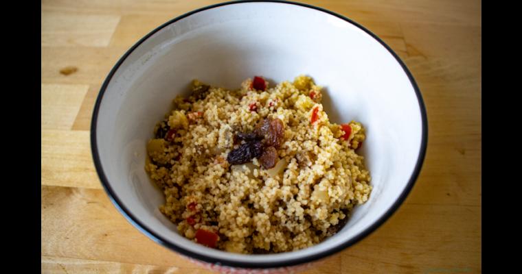 Couscous Salat mit Paprika und Rosinen
